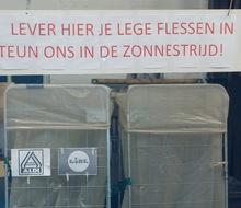 Actiefoto van actie Lege flessen inleveren voor de zonnepanelen !